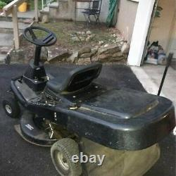 Murray Riding Lawnmower with 30 Deck and Grass Catcher Attachment
